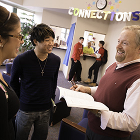 Photo: An advisor at the Connections office helps students.
