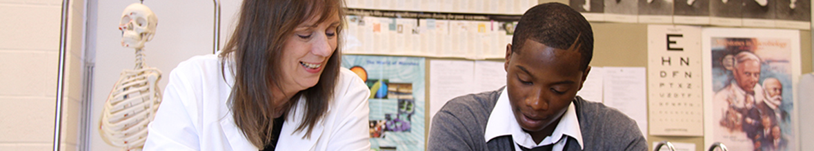 Professor Laura Hechtel working with biology student, Gene Smith